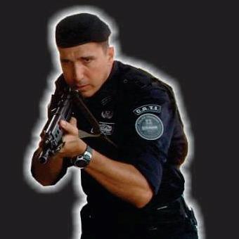pacha em uniforme e ação